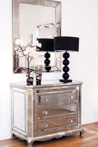 mirrored furniture- using the mirror in an unexpected way