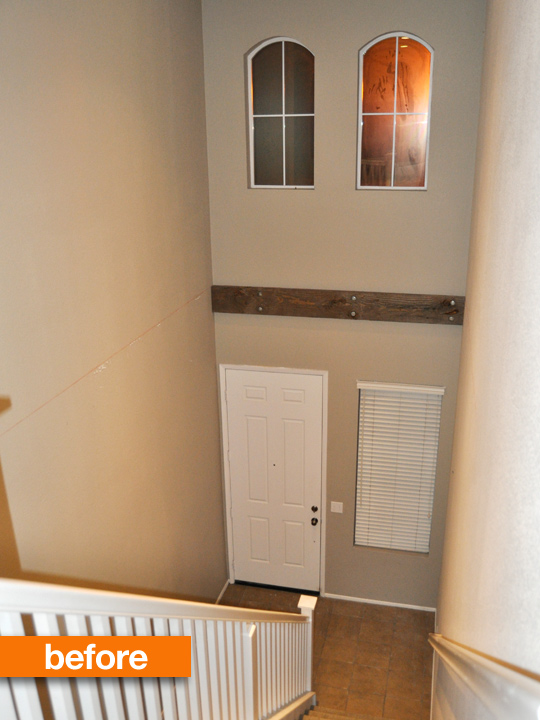 Small Entryway BEFORE PHOTO. I mean come on this looks familiar to everyone doesn't it?