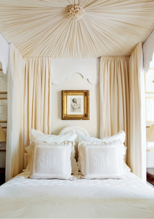 a really beautiful and subtle way to use a monogram in your bedding!