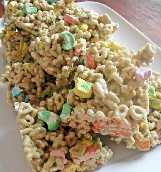 LOVE! Lucky Charms Crispies!