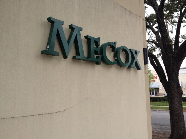 I found out that there are several locations of Mecox stores! I visited the Dallas one but there are other retail locations in Chicago, NYC, South Hampton and East Hampton, LA, Houston, and Palm Beach.