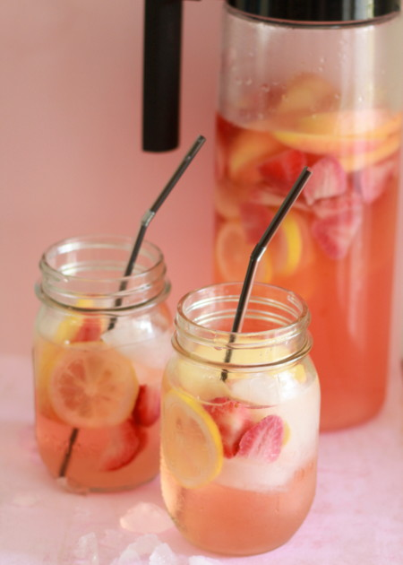 WHITE STRAWBERRY-LEMON SANGRIA