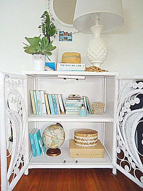 books collected all the in the same color is a great way to successfully decorate a bookshelf!