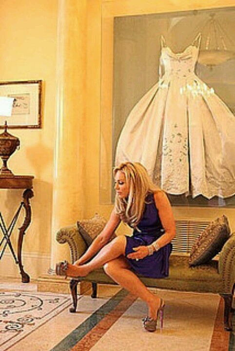 Framed wedding dress! LOVE this idea to preserve your dress! Definitely a great way to put your beautiful wedding dress to use instead of keeping it in a box... this way you enjoy it every day!