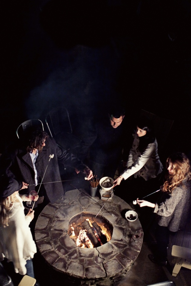 S'mores, drinks, and friends. I love this.