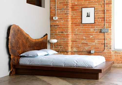 Rustic and unbelievable. I have no idea where you would go about finding a bed like this!