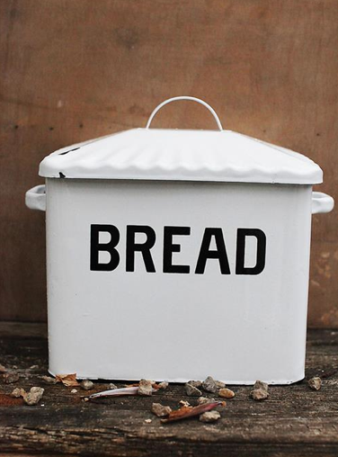 How adorable is their Vintage Style Enamel Bread Box for only $42.95