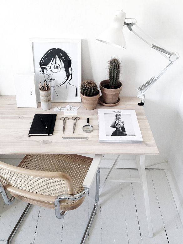 I love the idea of these cactus... but I know all the clutter that is usually on my desk would not go well with these prickly plants